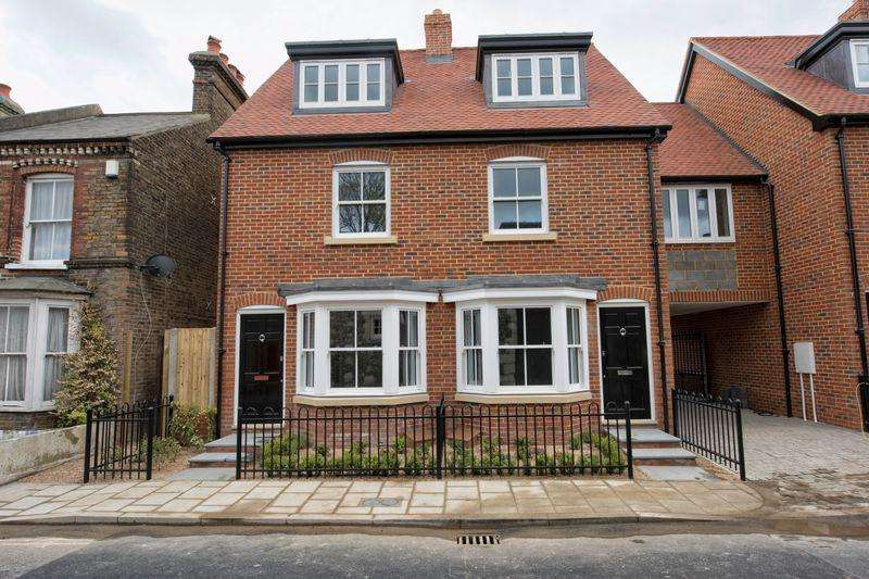 3 Bedrooms Terraced House for sale in Plot 1 Sudbury Mews, Pound Lane