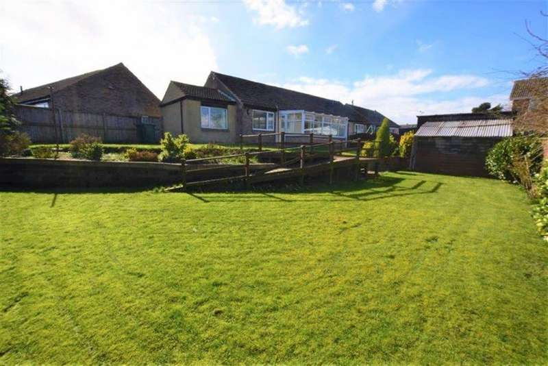 3 Bedrooms Semi Detached Bungalow for sale in The Crofts, Emley, Huddersfield, HD8