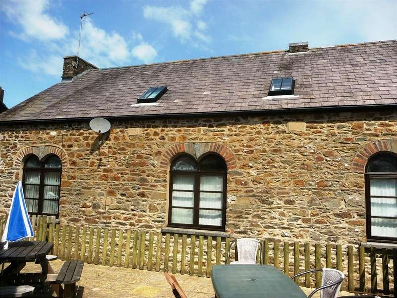 3 Bedrooms Semi Detached House for sale in 1 The Old School Hall, Hamilton Street, Fishguard, Pembrokeshire