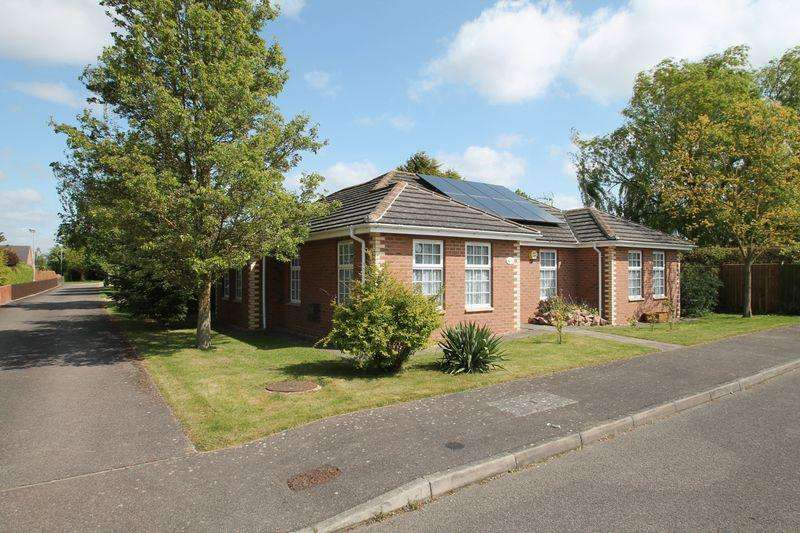 3 Bedrooms Detached Bungalow for sale in Milfoil Lane, Cowbit