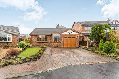 2 Bedrooms Bungalow for sale in The Orchards, Westhoughton, Bolton, Lancashire, BL5