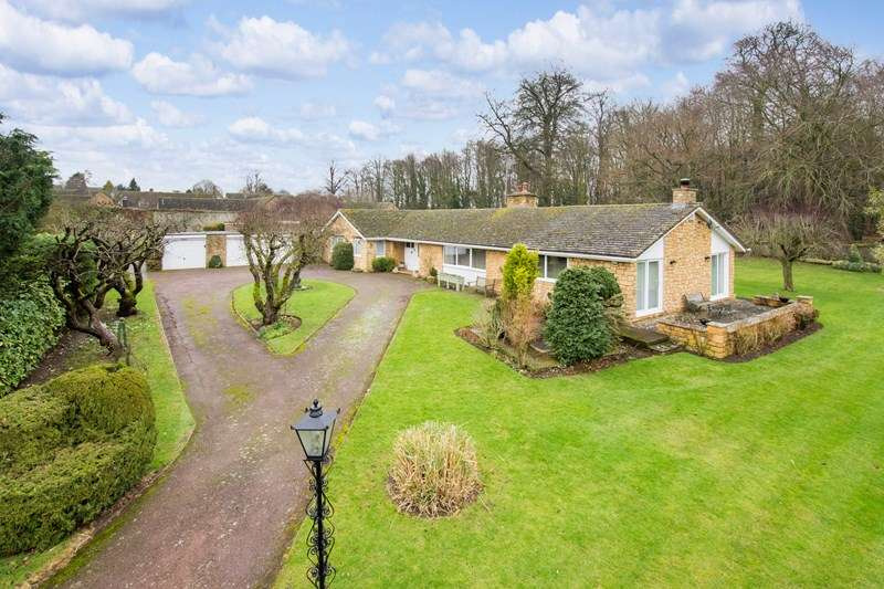 4 Bedrooms Bungalow for sale in Cartwright Gardens, Aynho, Banbury