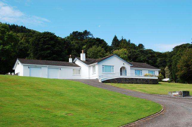 3 Bedrooms Bungalow for sale in Low Brae, Port Lewaigue Close, Maughold, IM71AH