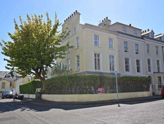 4 Bedrooms House for sale in Derby Square, Douglas, IM1 3LW