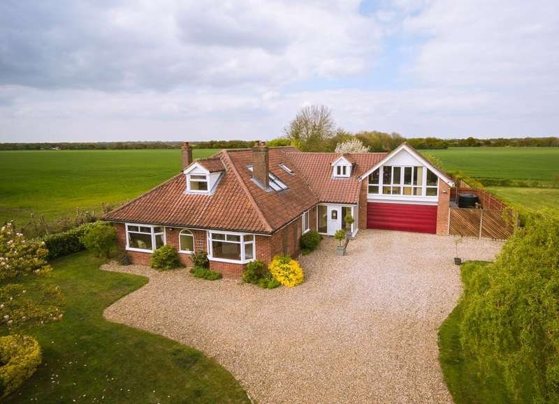 5 Bedrooms Detached House for sale in Besthorpe, near Attleborough, Norfolk