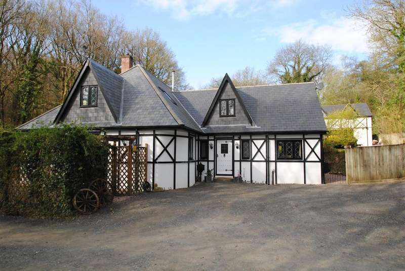 5 Bedrooms Detached House for sale in Tawstock, Barnstaple