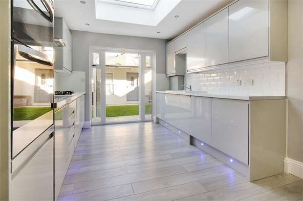 5 Bedrooms Terraced House for sale in Whitney Road, Leyton, London