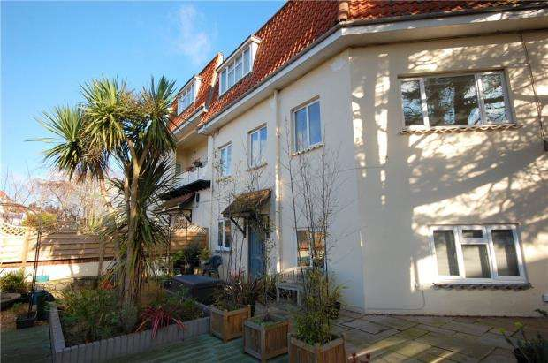 2 Bedrooms Flat for sale in Boscombe, Bournemouth, Dorset, BH5