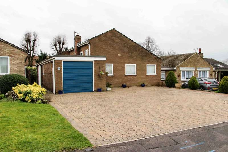 4 Bedrooms Detached Bungalow for sale in Peterhouse Drive, Newmarket
