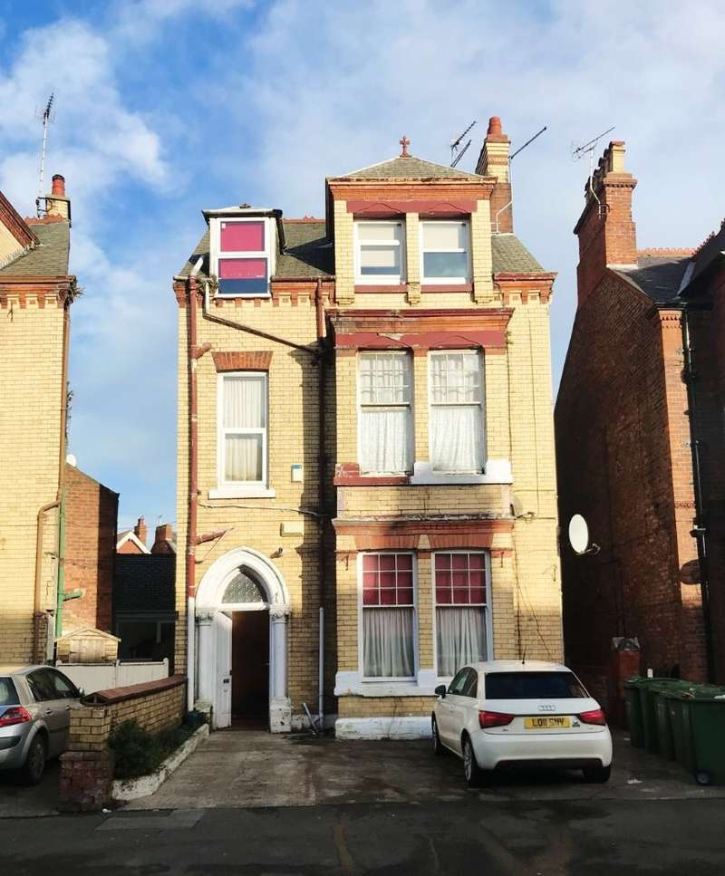 3 Bedrooms Terraced House for sale in Trinity Road, Bridlington, North Humberside, YO15 2HF