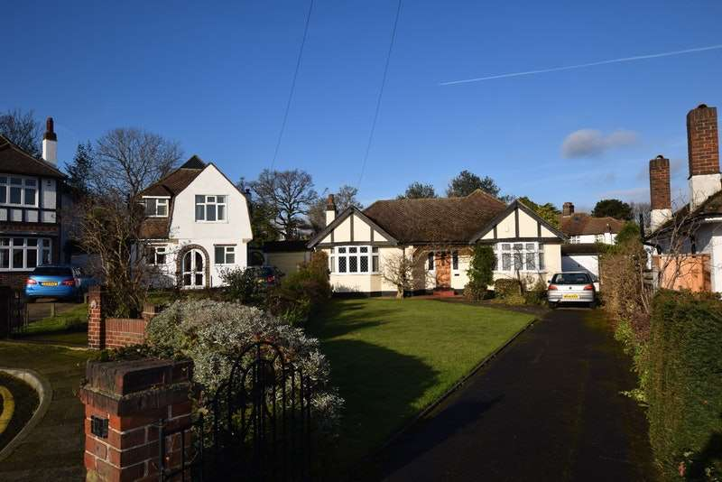 2 Bedrooms Bungalow for sale in Elderslie Close, Beckenham, London, BR3