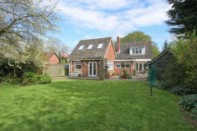 3 Bedrooms Chalet House for sale in Church Road, Wreningham