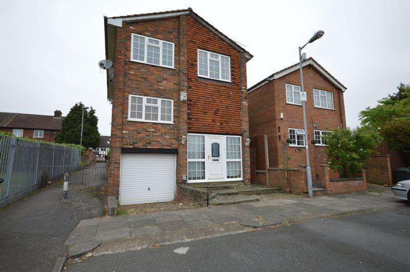 3 Bedrooms Detached House for sale in St. Josephs Close, Luton