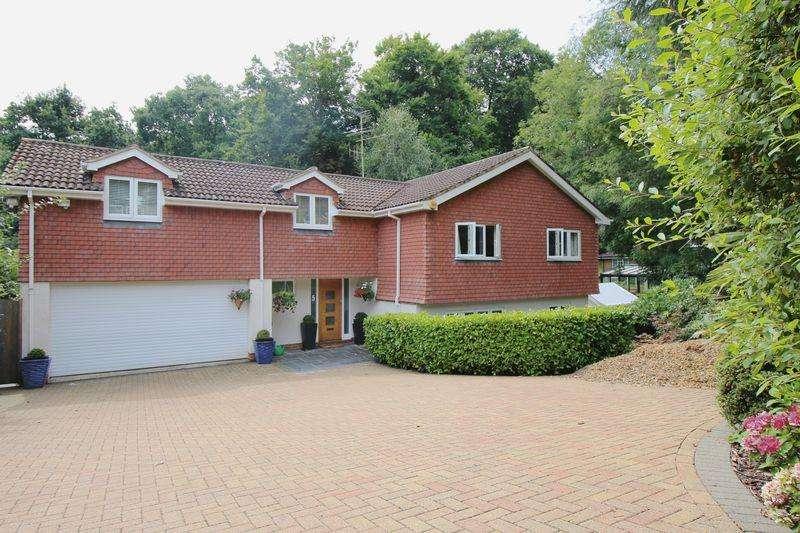 3 Bedrooms Detached House for rent in Parkside, Farnham