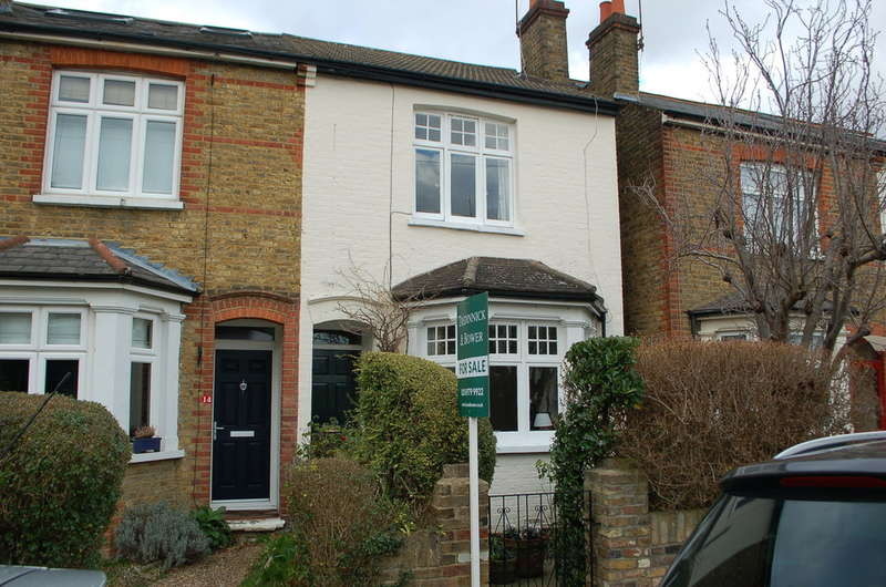 2 Bedrooms Semi Detached House for sale in Hampton