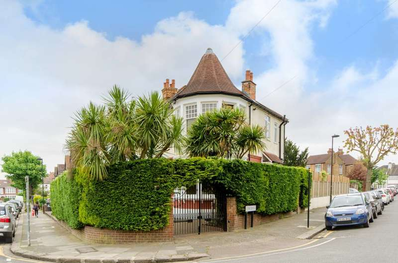 4 Bedrooms House for sale in Lodge Drive, Palmers Green, N13