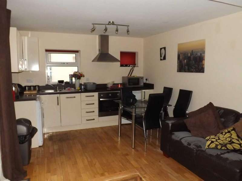 1 Bedroom Ground Flat for rent in High Street, Rhosneigr