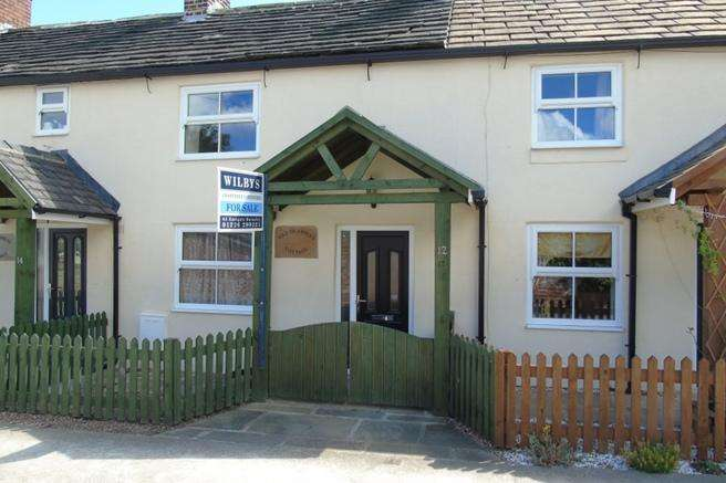 2 Bedrooms Terraced House for sale in Mrs Brambles Cottage, 12 Hill Top, Gawber, Barnsley, S75 2RF
