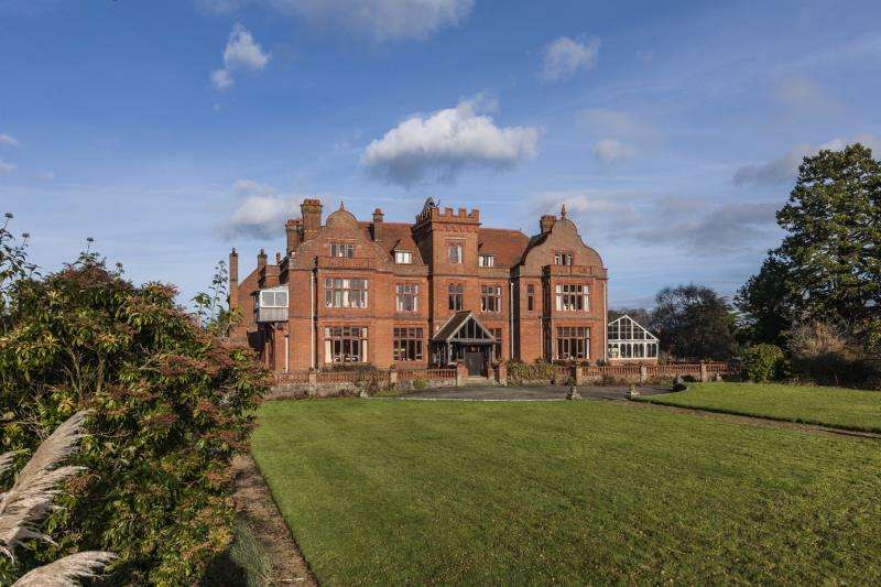 Detached House for sale in Foxhunt Green, Waldron, Heathfield, East Sussex, TN21