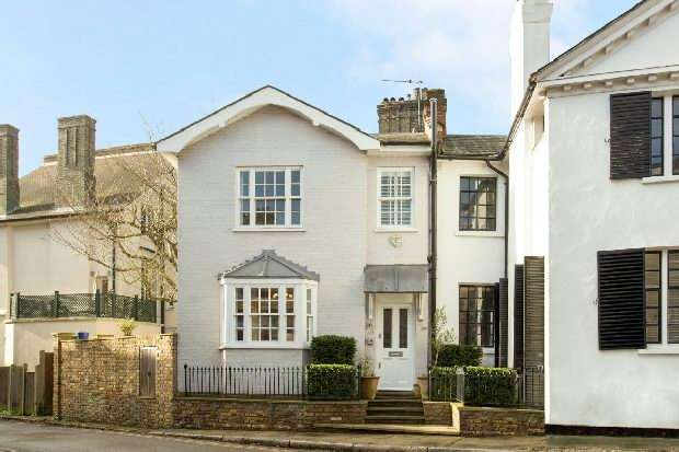2 Bedrooms Flat for sale in Vale Of Health, Hampstead, NW3