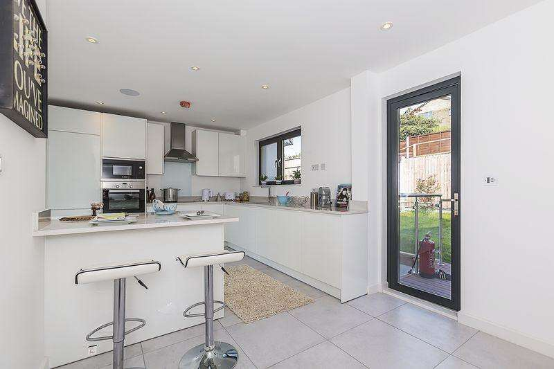 4 Bedrooms House for sale in Upper Luton Road, Chatham