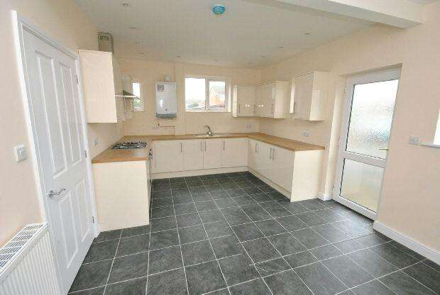 3 Bedrooms End Of Terrace House for sale in Hawthorne Avenue, CLEETHORPES