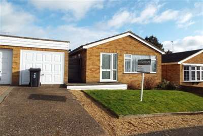 2 Bedrooms Bungalow for rent in Farley Avenue, Harbury
