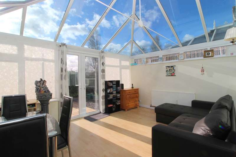 2 Bedrooms Semi Detached Bungalow for sale in Feltham Hill Road, Ashford, TW15