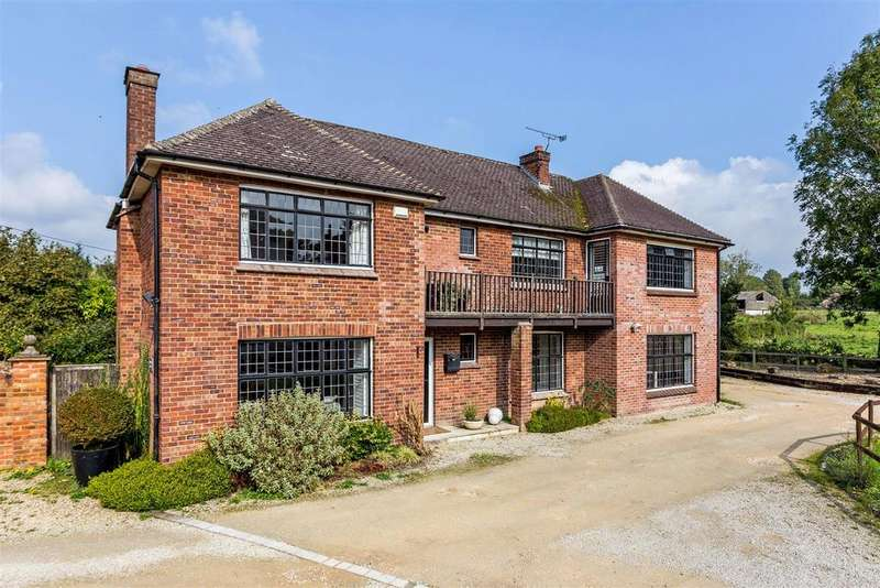 4 Bedrooms Detached House for sale in St. Johns Close, Pewsey