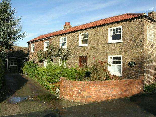 4 Bedrooms Detached House for sale in Yarborough Road, Keelby, Grimsby