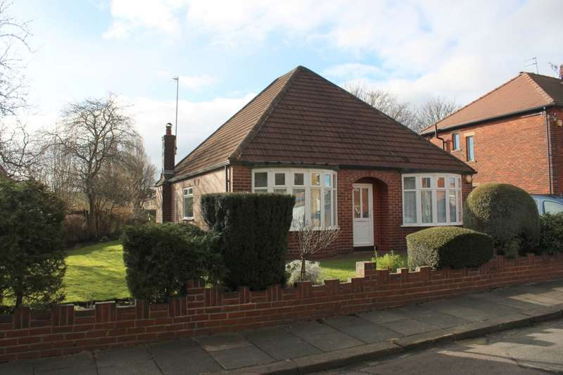 3 Bedrooms Detached Bungalow for sale in Glenholme Road, Farsley, LS28