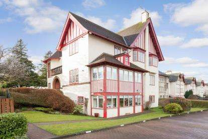 3 Bedrooms Flat for sale in Braids Court, Paisley