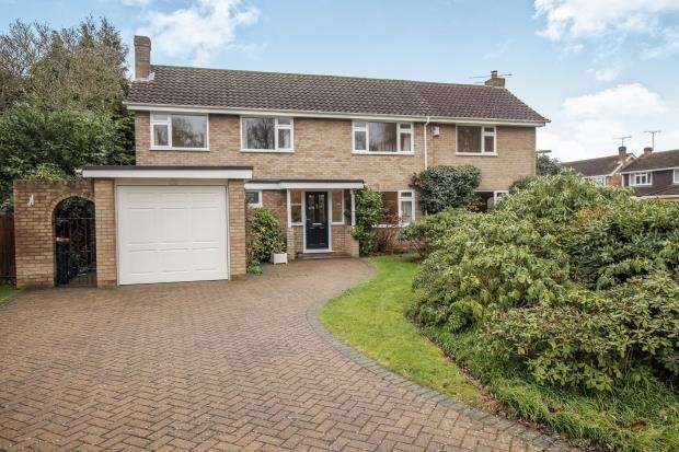 3 Bedrooms Detached House for sale in Woodham, Surrey