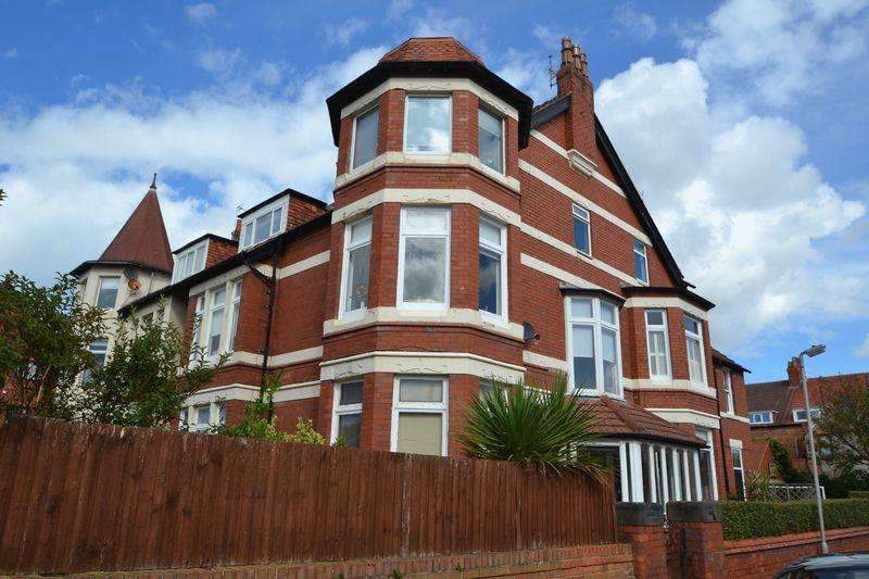 3 Bedrooms Apartment Flat for sale in Curzon Road, Hoylake