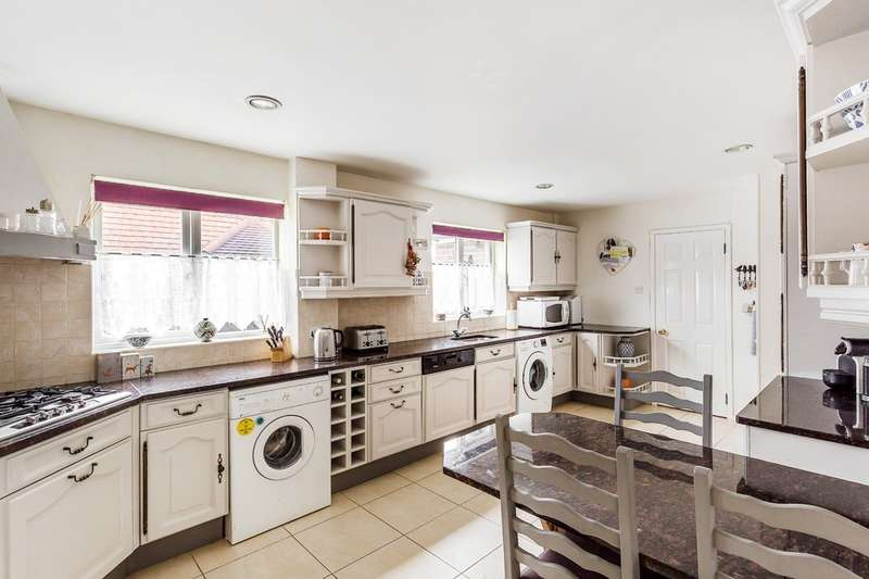 3 Bedrooms Semi Detached House for sale in Roseacre, Oxted