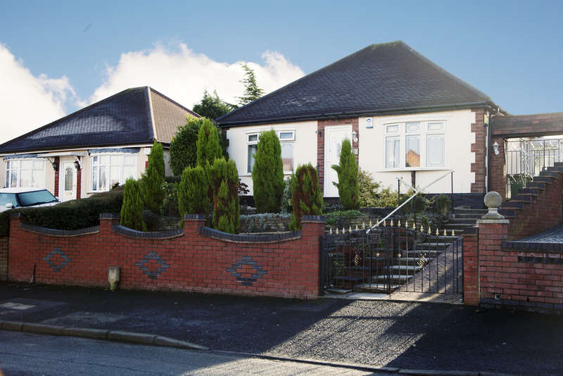 2 Bedrooms Detached Bungalow for sale in Siddons Road, Bilston