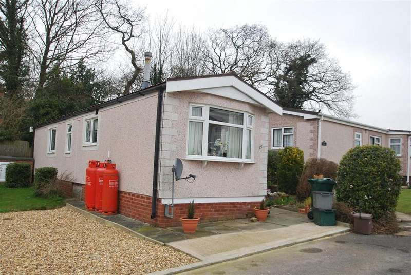 2 Bedrooms Park Home Mobile Home for sale in Cheshire Park Homes, Chester Road, Dunham on the Hill