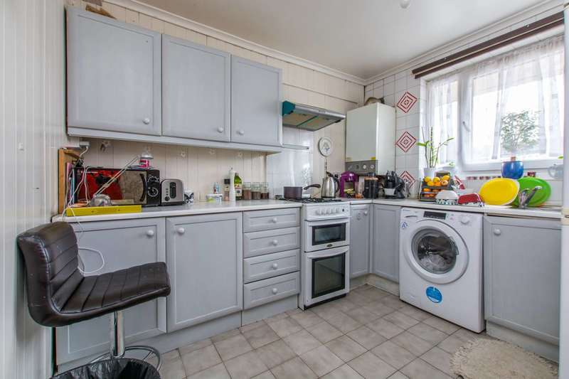 2 Bedrooms Flat for sale in Coningsby Court, Mitcham, CR4