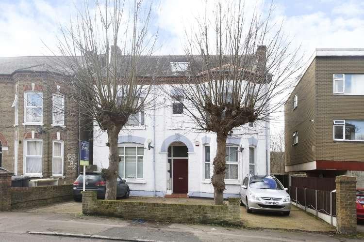 2 Bedrooms Flat for sale in Burnt Ash Hill London SE12