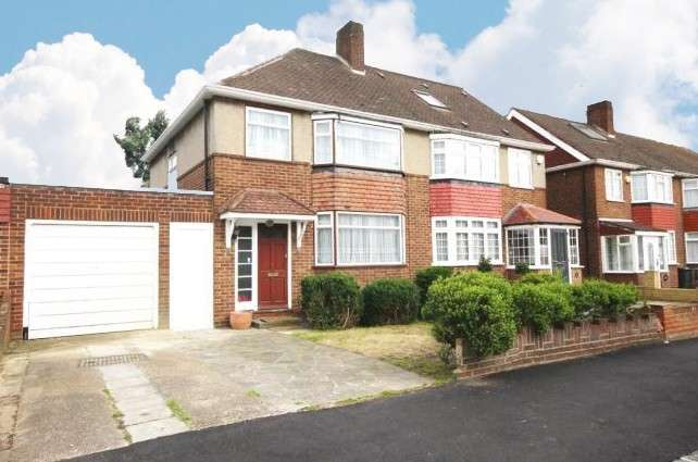 3 Bedrooms Semi Detached House for sale in Arnold Crescent, Isleworth, TW7