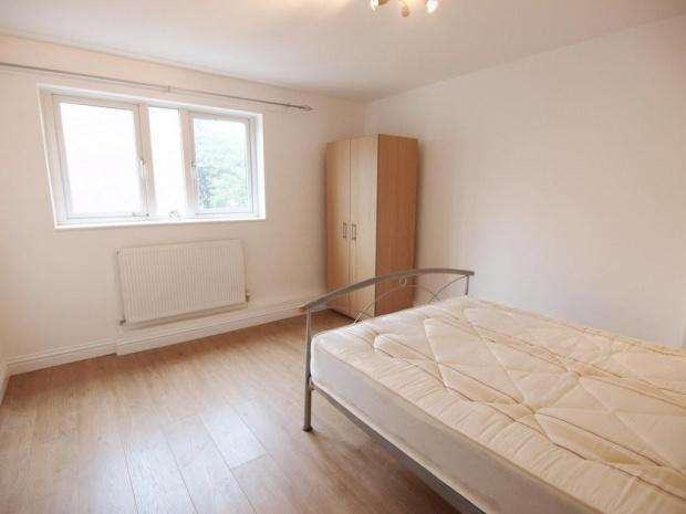 4 Bedrooms Terraced House for rent in Ashbrook Road, London, N19