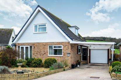 4 Bedrooms Bungalow for sale in Hill View Road, Llanrhos, Llandudno, Conwy, LL30