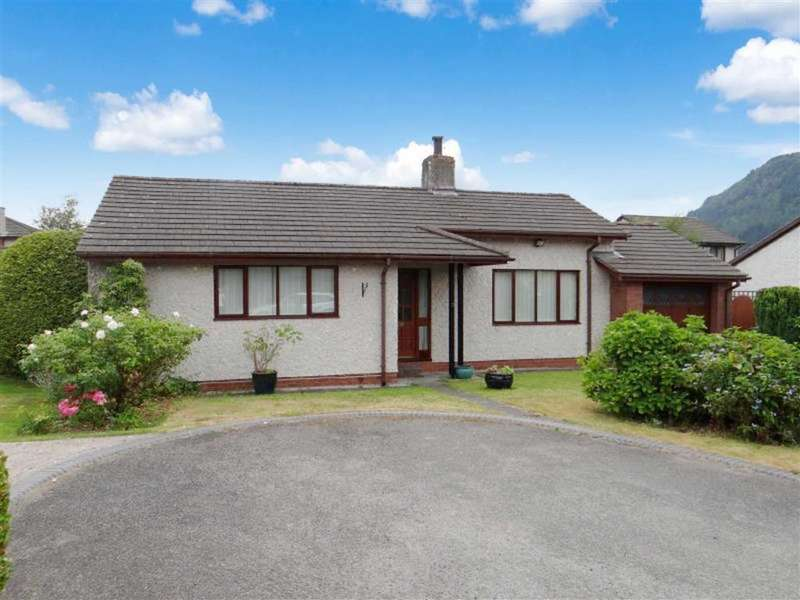 2 Bedrooms Detached Bungalow for sale in Llys Y Bioden, Llanrwst