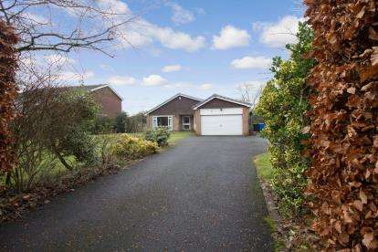 4 Bedrooms Bungalow for sale in Avondale Road, Darras Hall, Ponteland, Northumberland, NE20
