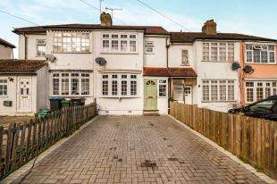2 Bedrooms House for sale in Rollesby Road, Chessington, Surrey