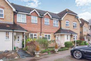 2 Bedrooms Terraced House for sale in Ropeland Way, Horsham, West Sussex
