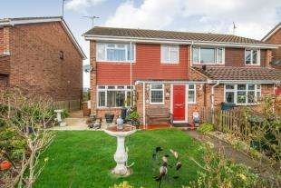 3 Bedrooms Semi Detached House for sale in Wall Close, Hoo, Rochester, Kent