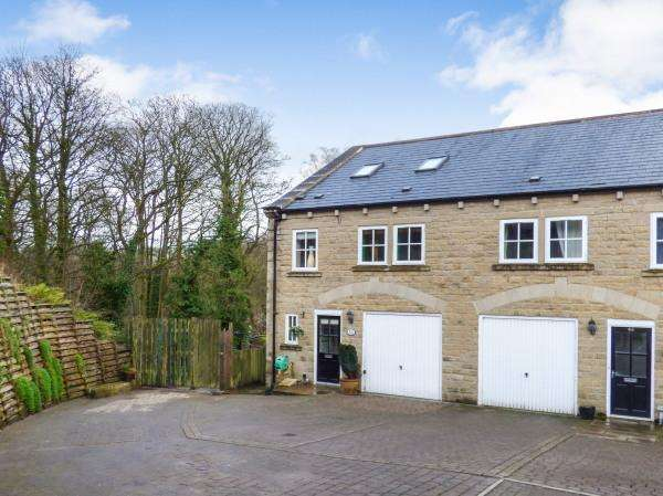 4 Bedrooms Town House for sale in 50 Woodcote Fold, Goose Eye, Oakworth BD22