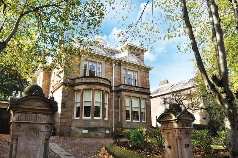 4 Bedrooms Apartment Flat for sale in 39 Newark Drive, Pollokshields, G41 4QA