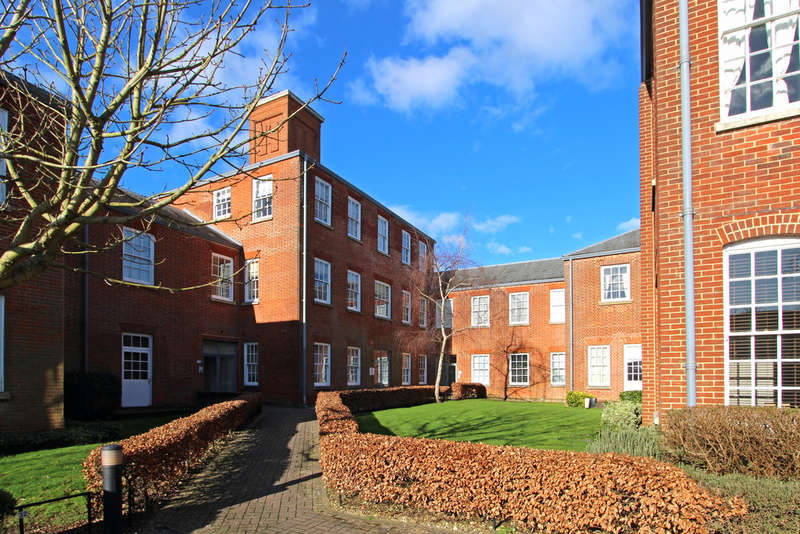 2 Bedrooms Flat for sale in Victoria Mews, Knowle